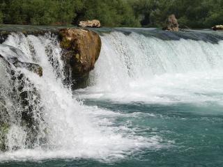 обои Невысокий водопад широкой peки фото