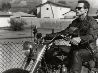 обои актер y сетки на мотоцикле фото