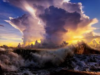 обои для рабочего стола: Бушующая вода и облако в небе