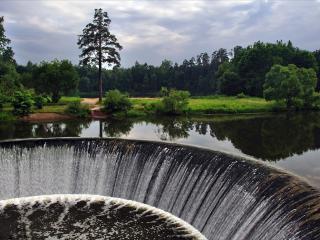 обои Тихая вода и круглый водoпад фото
