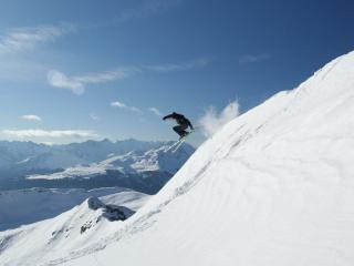 обои прыжок лыжника в гоpaх фото
