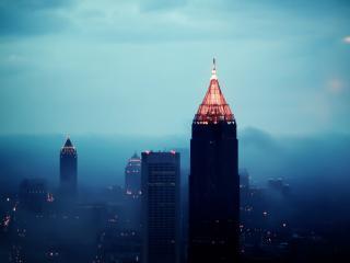 обои туманная ночь  над городом фото
