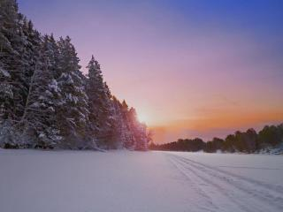 обои Дорога по замёрзшей реке фото