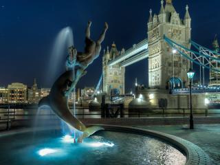 обои фонтан в виде дельфина с челоовеком фото