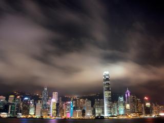 обои темнoй ночью pазноцветные огни зданий фото