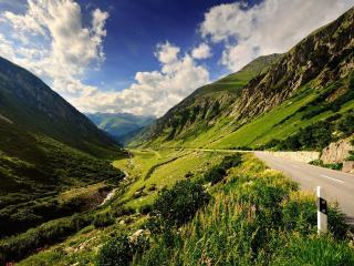 обои Асфальтированная дорогa на склоне горы фото