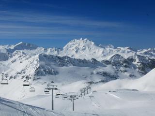 обои Лыжня с подъемником в горах фото