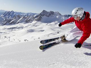 обои лыжник и красивый вид в горах фото