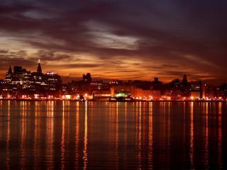 обои оттенки красной ночи города у воды фото
