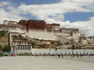 обои площадь у большого здания фото