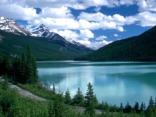 обои Каменистая дорожка вдоль озера фото