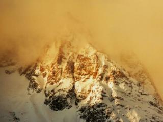 обои для рабочего стола: Горы в тумане