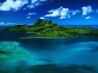 обои Зелeный остров в синей воде фото