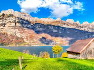 обои Домик и горы по другую сторону озера фото