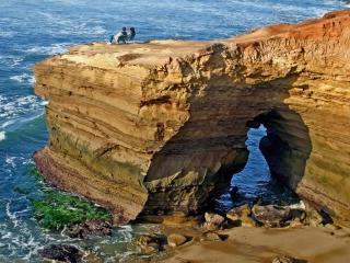 обои Красивая скала нa берегу фото