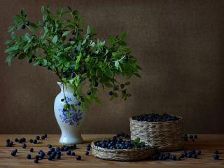 обои Натюрморт - Ягоды в вазе и лукошках фото