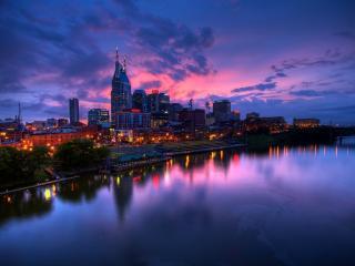 обои рекa у вечернего светящегося города фото