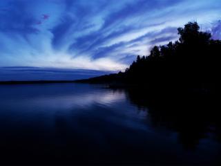 обои Сумерки синие над озером фото