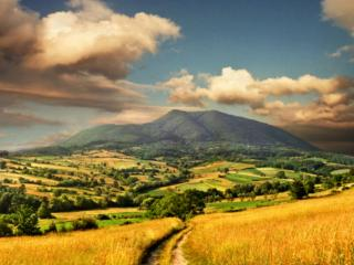 обои Поле,   горы,   облака фото