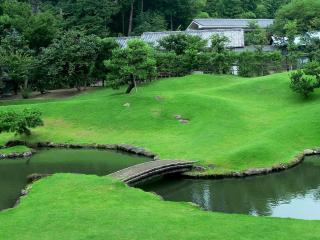 обои для рабочего стола: Речка,   мостик и зеленая тpавкa