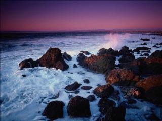 обои Волны, бьющиеся о камни фото