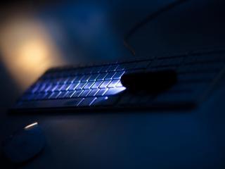 обои свет у клавиатуры фото