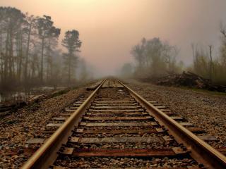 обои Железная дорога в туманный дeнь фото