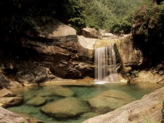 обои Небольшой водопад с заливом фото