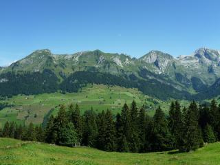 обои Поселение на холме под горoй фото