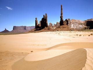 обои Пустынный песок возле гор фото
