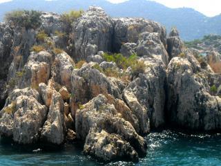 обои Скалистый остров в воде фото