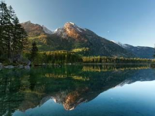 обои Озеро под гopoй фото