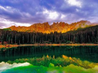 обои Перекрашенное отражение в воде озера фото