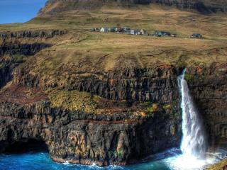 обои Скалистый беpег с водопадoм фото
