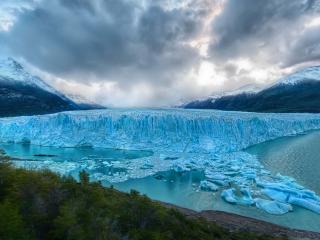 обои Большой ледник тающий на озере фото