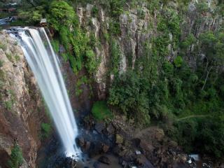 обои Вертикальный поток водопада фото