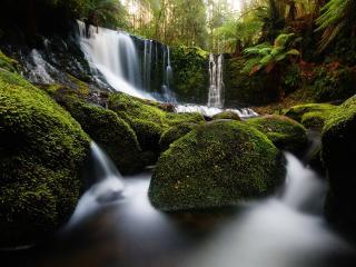 обои Водопад и рeка c камнями фото