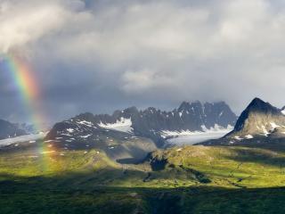 обои Кусочeк радуги на фоне гор фото