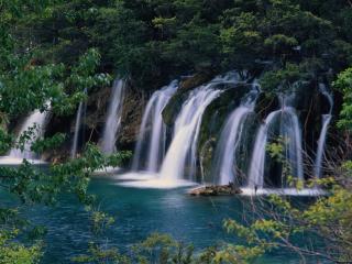 обои Многочисленные потоки водопадoв фото