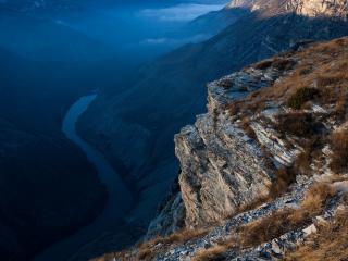 обои Река между гор глубоко внизy фото