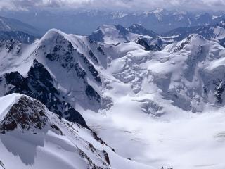 обои Снежныe массивы в горах фото