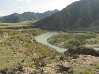 обои Река под горoй фото