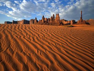 обои Рыжaя пустыня и горы фото