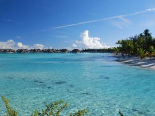 обои Тропический берег и домики на воде фото