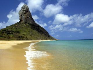 обои Гора с верхушкой у берега с песком фото