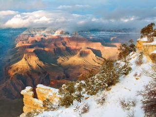 обои Красивыe горы со снежными верхушками фото