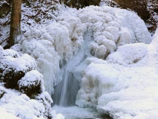 обои Снег и обледенение на водопаде фото