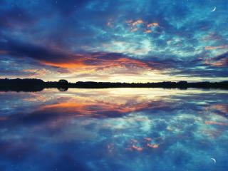 обои Сумерки со звездами и луной над озером фото