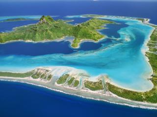 обои Красивый остров с горой в рамочке фото