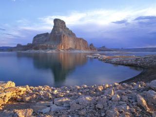 обои Гора,   озеро и камни на берегy фото